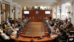 ARCHIVO - Representantes de los países miembro de la Organización de los Estados Americanos en sesión especial para tratar la crisis política en Paraguay, en la sede de la organización en Washington, el 10 de julio de 2012.
