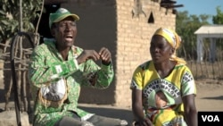 James Nyatanga and his wife Febby Felictus Dube from Zvimba district say their 95-year old hero died of stress after he was deposed in 2017 and since then life has been miserable for Zimbabweans. (C. Mavhunga/VOA)