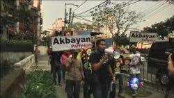 菲律宾民众抗议中国用水炮驱逐菲律宾渔船