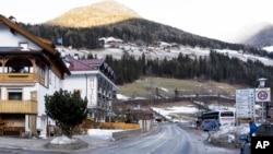 Ulica na kojoj je automobil udario grupu nemačkih turista u regionu Južni Tirol (Foto: AP)