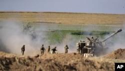 15일 이스라엘 군이 가자지구를 향해 포격을 하고 있다.