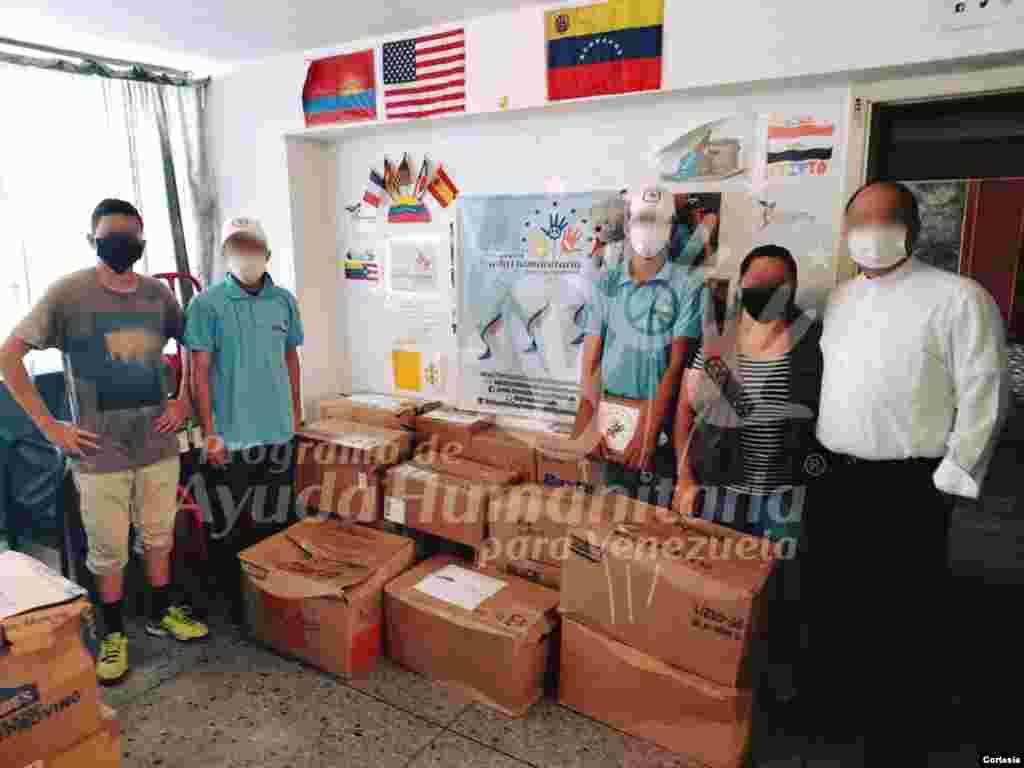 Algunos voluntarios y coordinadores del Programa de Ayuda Humanitaria para Venezuela prefieren ocultar sus identidades por temor a represalias, así lo relató su directora Marisol Diéguez a la Voz de América. [Fotos: Cortesía PAHV]