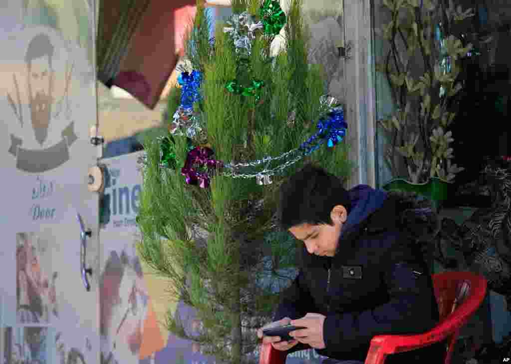 درخت کریسمس در شهرنو در کابل، پایتخت افغانستان