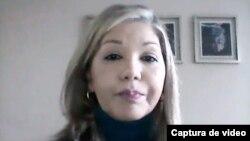 La magistrada venezolana en el exilio designada por el Parlamento de mayoría opositora, Elenis Rodríguez, en conversación con la Voz de América. Julio 2021. [Foto: Captura de pantalla - VOA]