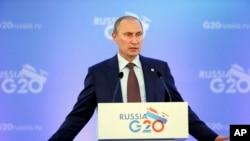 Tổng thống Nga Vladimir Putin nói chuyện tại một cuộc họp báo, 6/9/13