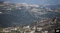 靠近土耳其边境线的叙利亚北部重镇金萨巴(资料照)