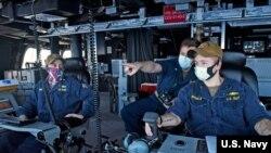 """美國太平洋艦隊""""蒙哥馬利""""號(USS Montgomery)瀕海戰鬥艦5月7日在南中國海巡邏(美國海軍照片)。"""