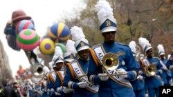 L'orchestre Bahama All Stars en pleine performance lors du défilé de la Thanksgiving à New York, 27 novembre 2014.
