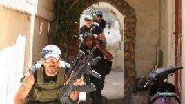 Sunitski militanti u četvrti Bab el-Tebane, u Tripoliju, severni Liban, 24. avgust 2012,