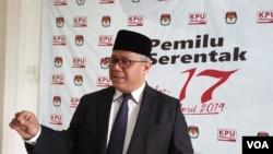 Ketua KPU Arief Budiman usai melantik anggota KPU Kabupaten Kota di Kantor KPU, Jakarta, Kamis (14/3). (Foto: VOA/Sasmito)