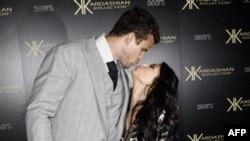 Kim Kardashian Basketbolcu Sevgilisi ile Evlendi