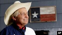 Jedan od elektora države Teksas Reks Tejter dobio je 35.000 elektronskih poruka u kojem ga pozivaju da ne podrži izbor Donalda Trampa, ali ne planira da to učini, iako je na primarnim izborima Republikanske stranke glasao za senatora Marka Rubija