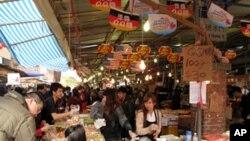 台北市最傳統的迪化街年貨市場