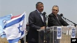 美國國防部長帕內塔(左)與以色列國防部長巴拉克(右)舉行聯合記者會