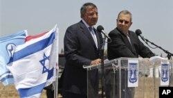 Леон Панетта и Эхуд Барак. Ашкелон. Израиль. 1 августа 2012 г.