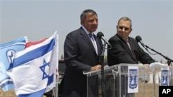 美国国防部长帕内塔访问以色列时与以色列国防部长巴拉克向媒体发表讲话