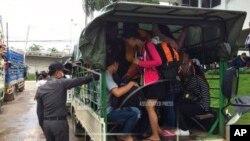 Des migrants birmans en Thaïlande, le 3 juillet 2017