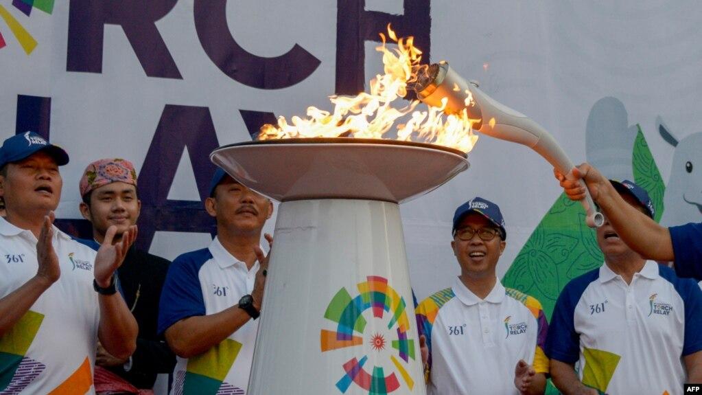Penyalaan Obor Asian Games  Dalam Pawai Obor Di Jakarta
