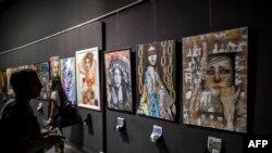 Une exposition d'artistes égyptiens au centre culturel du Caire, en Egypte, le 23 octobre 2017.