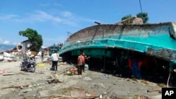 Brod koji je cunami prevrenuo u gradu Palu u Indoneziji, 30. septembar 2018.