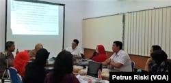 Sidang Eksaminasi Putusan Baiq Nuril di Fakultas Hukum Universitas Airlangga, Surabaya, Jumat, 25 Januari 2019 (Foto: Petrus Riski/VOA)