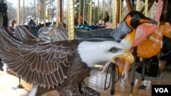 The animals depicted on the Smithsonian National Zoo's Conservation Carousel in Washington, D.C., include many endangered species. (VOA/J. Taboh)