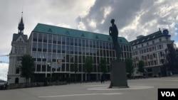 Se esperaba que las negociaciones tuvieran lugar en el Ministerio de Relaciones Exteriores de Noruega, pero al parecer cambiaron repentinamente de lugar.