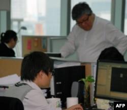 徐少游上海办公室员工在工作