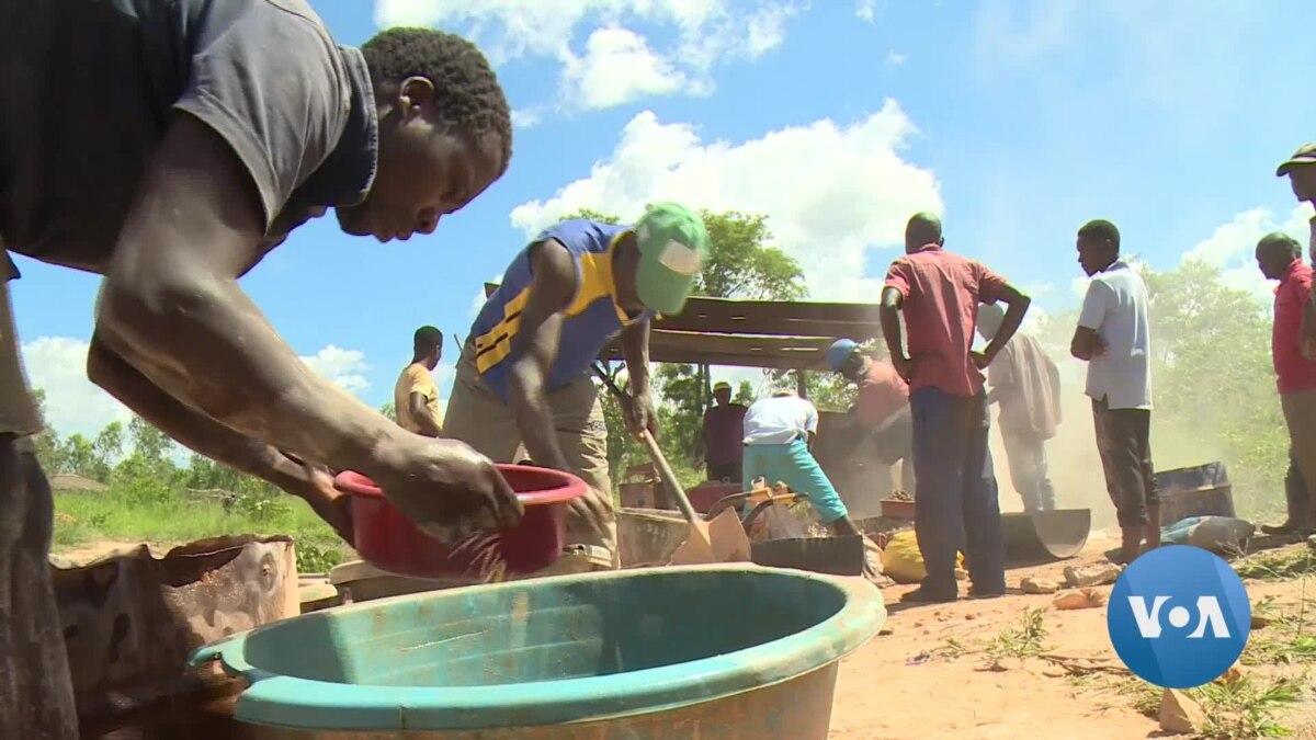 Zimbabwe's Ailing Economy Tarnishes Gold's Glitter