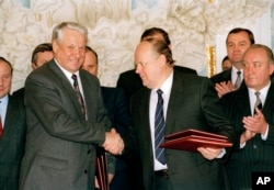 Russian President Boris Yeltsin and Belarus leader Stanislav Shushkevich, exchange Slovic Treaty in Brest, USSR (Russian Federation) Dec. 7, 1991.