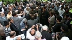 محکومیت دخالت نیروهای لباس شخصی ها در مراسم خاکسپاری عزت الله سحابی