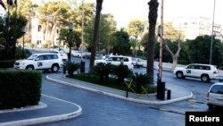 Otomobîlên lêvekolên çekên navokî digihin hotelê li Şamê.
