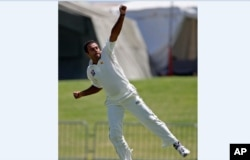 تنویر احمد ویسٹ انڈیز کی وکٹ لینے پر خوشی کا اظہار کر رہے ہیں۔