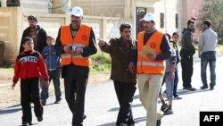 Các quan sát viên của Liên đoàn Ả Rập thăm thị trấn al-Msefra, gần Deraa, miền nam Syria, ngày 5 tháng 1, 2012