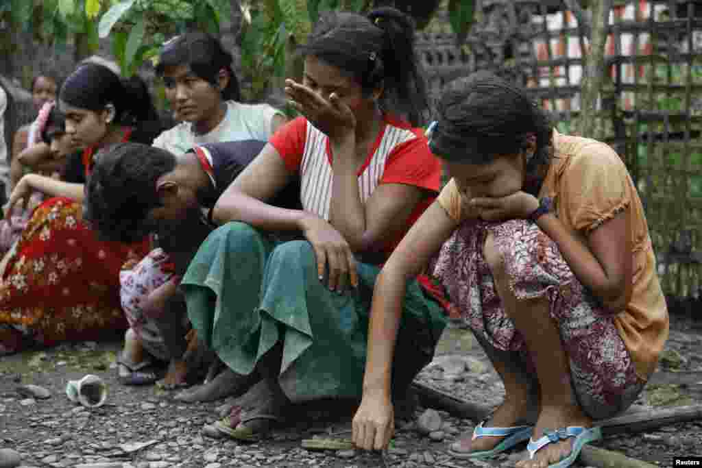 Muslims cry after losing their homes in recent violence in Thapyuchai village, outside of Thandwe, Rakhine state, western Burma, Oct. 2, 2013.