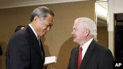蓋茨在亞洲安全峰會與新加坡國防部長黃永宏舉行會談