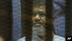 ဒီမိုကေရစီနည္းက် ေရြးေကာက္တင္ေျမႇာက္ခံရၿပီး ရာထူးက ဖယ္ရွားခံခဲ့ရသူ သမၼတေဟာင္း မိုဟာက္မက္ေမာ္စီ (ဧၿပီ ၂၁၊ ၂၀၁၅)
