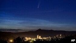 Kometa Neovajs ili C/2020 F3 iznad Mađarske (Foto: AP/Peter Komka/MTI)