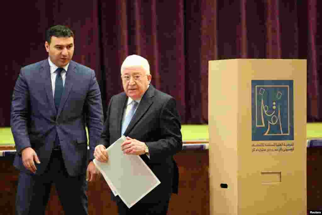 آغاز انتخابات پارلمانی عراق، حضور فؤاد معصوم، رئیس جمهوری عراق در پای صندوق اخذ رای در بغداد
