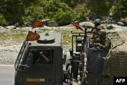 Soldados indianos a caminho de Leh, na fronteira com a China. Gagangir 17 de junho, 2020