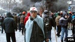Kiyev Maydonida ukrainaliklar bilan Yanukovich tuzumiga qarshi kurashgan o'zbekistonlik yigit Shavkat Muhammadqulov