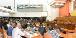 Deputada do MPLA diz que parlamento não pode fiscalizar ministério da saúde - 2:35