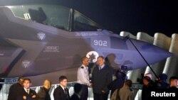 بنیامین نتنیاهو صدر اعظم اسراییل هنگام تسلیم گیری نخستین دستۀ جنگندههای اف ۳۵ در دسامبر ۲۰۱۶