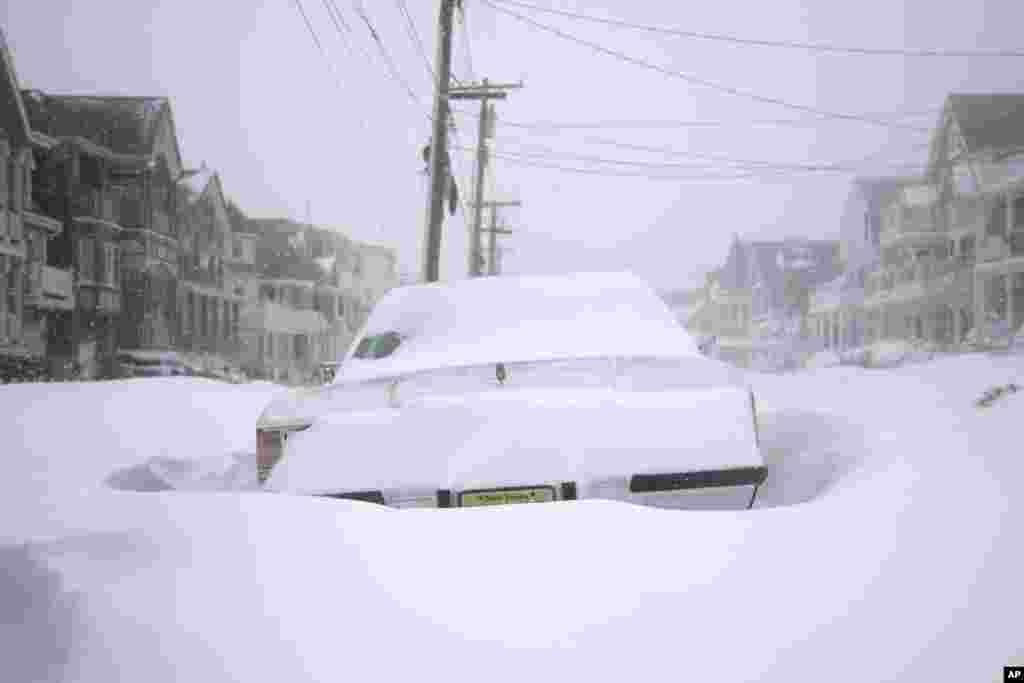 تصویری از یک ماشین گیرکرده در برف در نیوجرسی