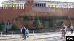 斯大林被葬在列寧墓後(美國之音白樺)