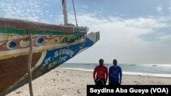 Une plage et des airs de jeux complétement nettoyés par les jeunes de Bargny à Dakar, le 28 décembre 2020. (VOA/Seydina Aba Gueye)