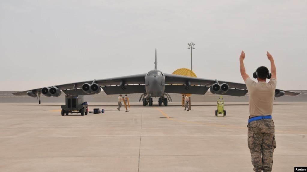 一架B-52 轟炸機抵達卡達的阿爾烏迪德空軍基地 (2016年4月9日)