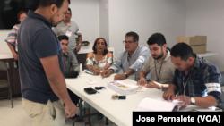 Hondureños en Miami ejercen su derecho al voto, desde la mañana del domingo 26 de noviembre de 2017.