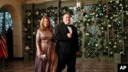 蓬佩奥和夫人参加川普总统在白宫为法国总统马克龙举办的国宴。(2018年4月24日)