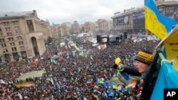 基輔市中心示威人群